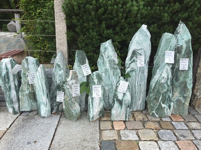 Findlinge quellsteine wasserspiele hiergeist natursteine f r haus und garten - Findlinge garten ...
